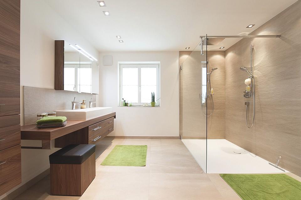 Immer Mehr Menschen Genießen Die Körperpflege Unter Der Dusche. Dabei Geht  Der Trend Hin Zu Großzügigen Bodenebenen Duschen, Die Noch Dazu  Pflegeleicht Und ...