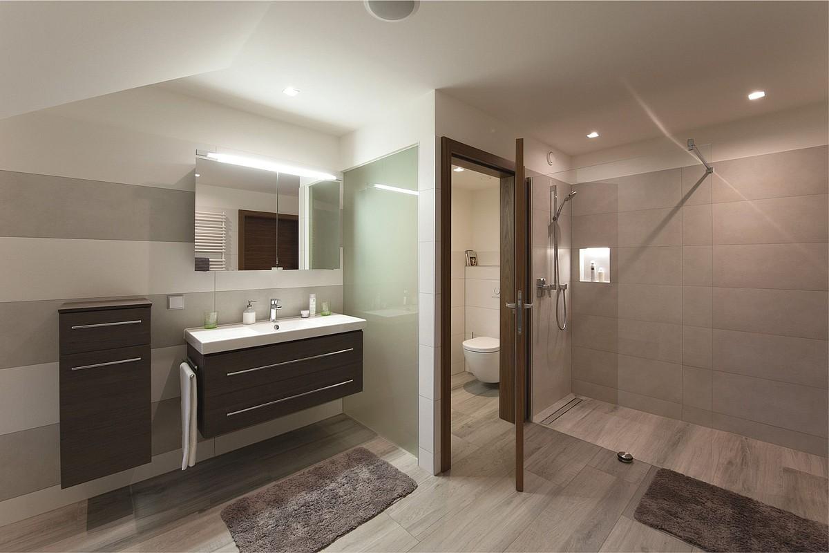 Immer nur hereinspaziert in die bodenebene Dusche • HSH-Installatör