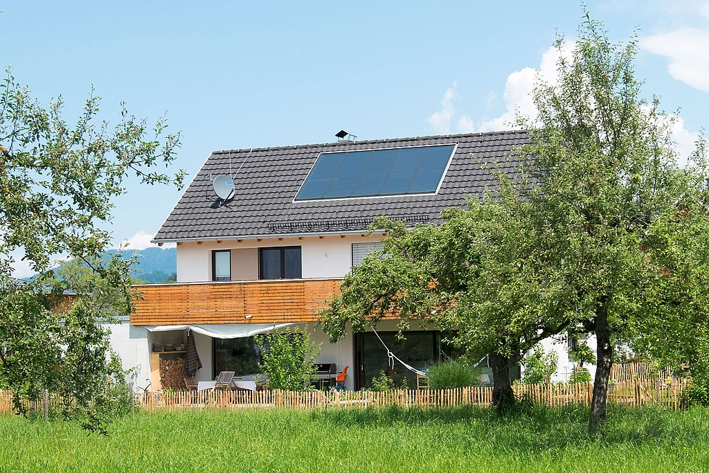 Beim Einsatz Von Solarkollektoren Wird Die Wärme Der Sonne Direkt In  Energie Umgewandelt. Dazu Wird Sowohl Die Direkte Sonnenstrahlung Als Auch  Diffuses ...